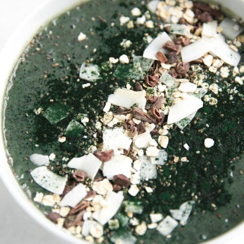 Almond Butter and Spirulina Smoothie Bowl