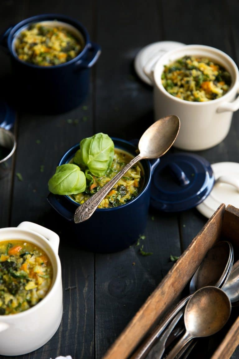 Healthy curried kale and cauliflower turmeric soup