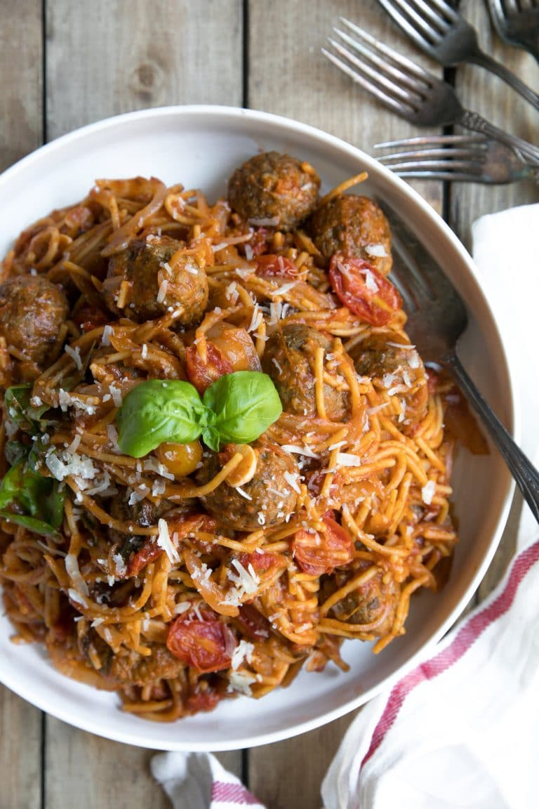 15 Minute One Pot Spaghetti & Meatballs (+ video) with fresh basil, sundried tomatoes, fresh tomato sauce, and organic chicken meatballs.