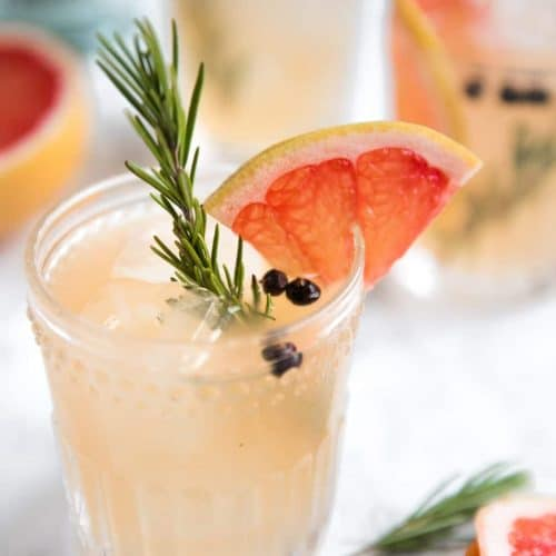 A cup Gin and tonic with Grapefruit