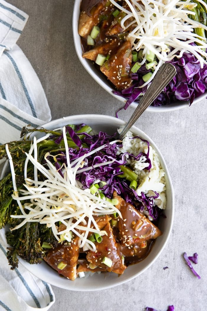 tofu bowls with crispy tofu and vegetables