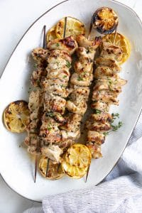 Marinated chicken shish kabobs.bobs on a