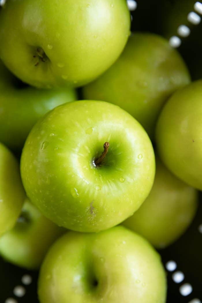 Close up image of Granny smith images in a Colander.