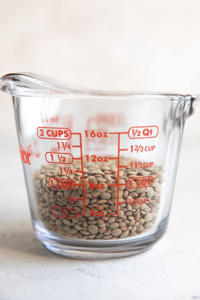 Pyrex measuring up filled with 1 cup green lentils.