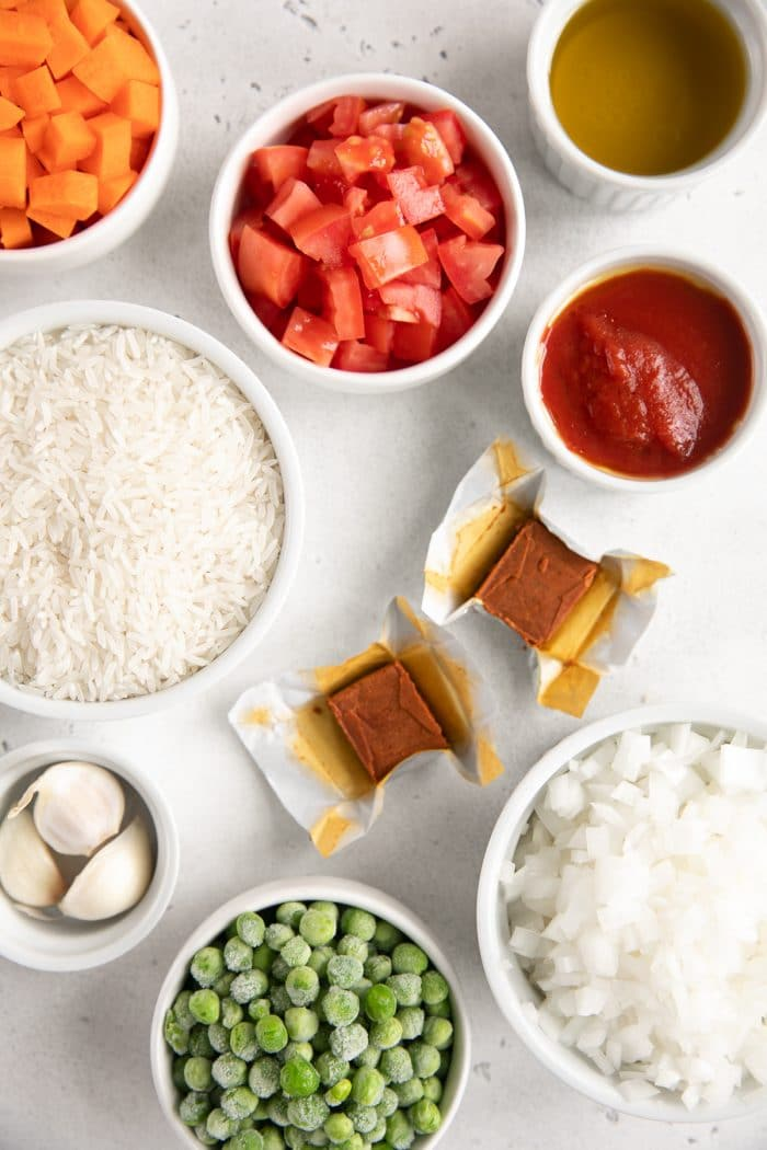 Ingredients needed to make Mexican rice