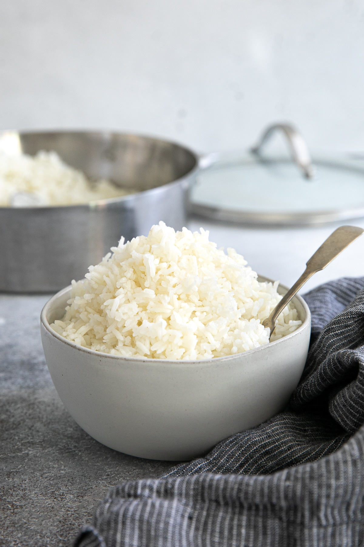 White bowl filled with cooked jasmine rice.