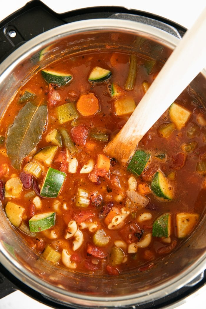 Image of an Instant Pot filled with minestrone soup.