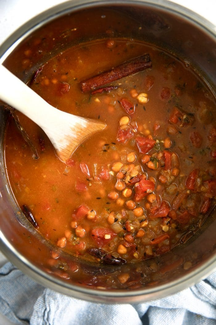 Image of cooked chana masala in an Instant Pot bowl.